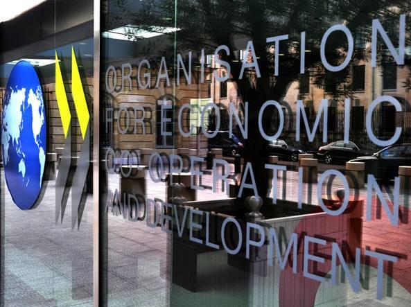 rassegna stampa svedese assosvezia PAGELLA VALUTAZIONE ECONOMICA OCSE report semestrale trend mercato previsioni