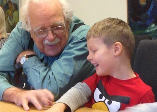educazione intergenerazionale bambini anziani rassegna stampa svedese assosvezia